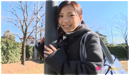 Momoiro Punch pretty girl is posing in her winter wear